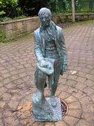 448px-Robert_Burns_Eglinton_statue--WikiPD